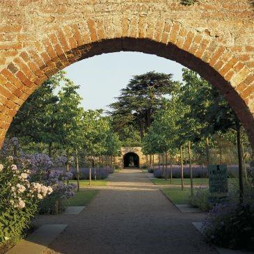 AM-Hampton Court Castle (Hope under Dinmore) Garden Tour.  PM-Queenswood Country Park